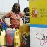 Mujeres-con-fuente-Afar-Etiopia